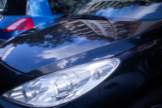 黒い車の洗車傷は消せる?メンテナンス方法を解説します! イメージ